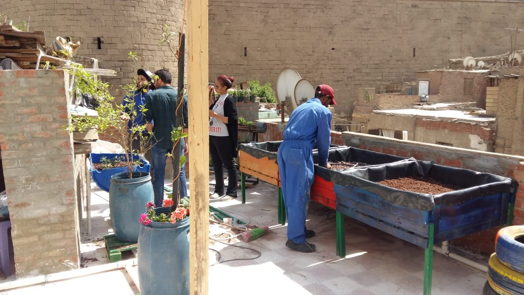 AUC Students Establish Sustainable Rooftop Community Garden in Informal Cairo Neighborhood