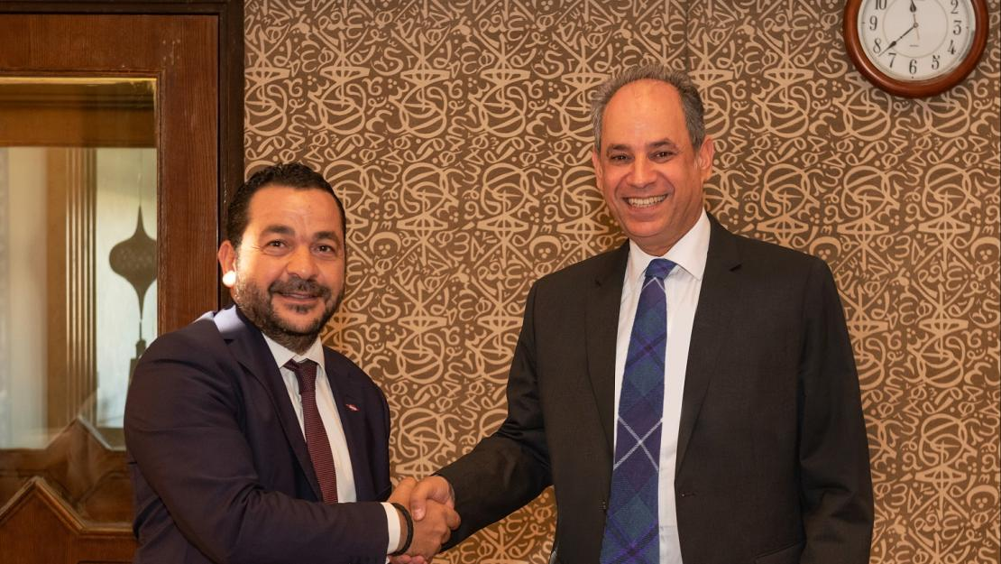 AUC Provost Ehab Abdel-Rahman and Dow Egypt's Country Manager Momen Adel sign the AUC-Dow research and development partnership